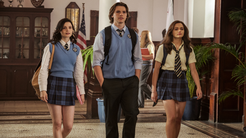 Rachel (Meganne Young), Lee (Joel Courtney) & Elle (Joey King)