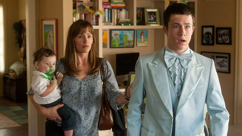 Kelly (Jennifer Garner), Anthony (Dylan Minnette)