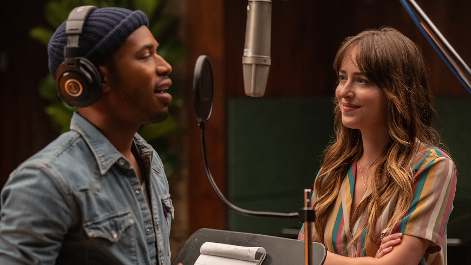David Cliff (Kelvin Harrison Jr.) & Maggie Sherwoode (Dakota Johnson)